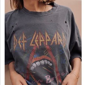Def Leppard band t-shirt.